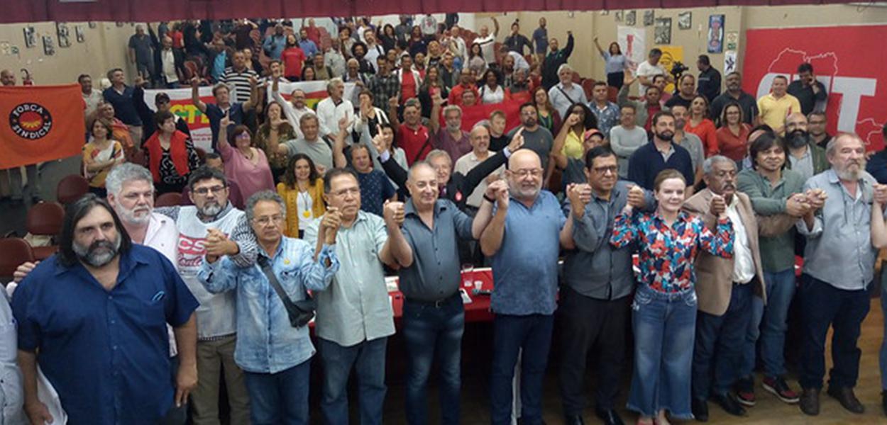 Representantes de centrais sindicais, partidos políticos e movimentos populares participaram do Encontro Emprego e Desenvolvimento