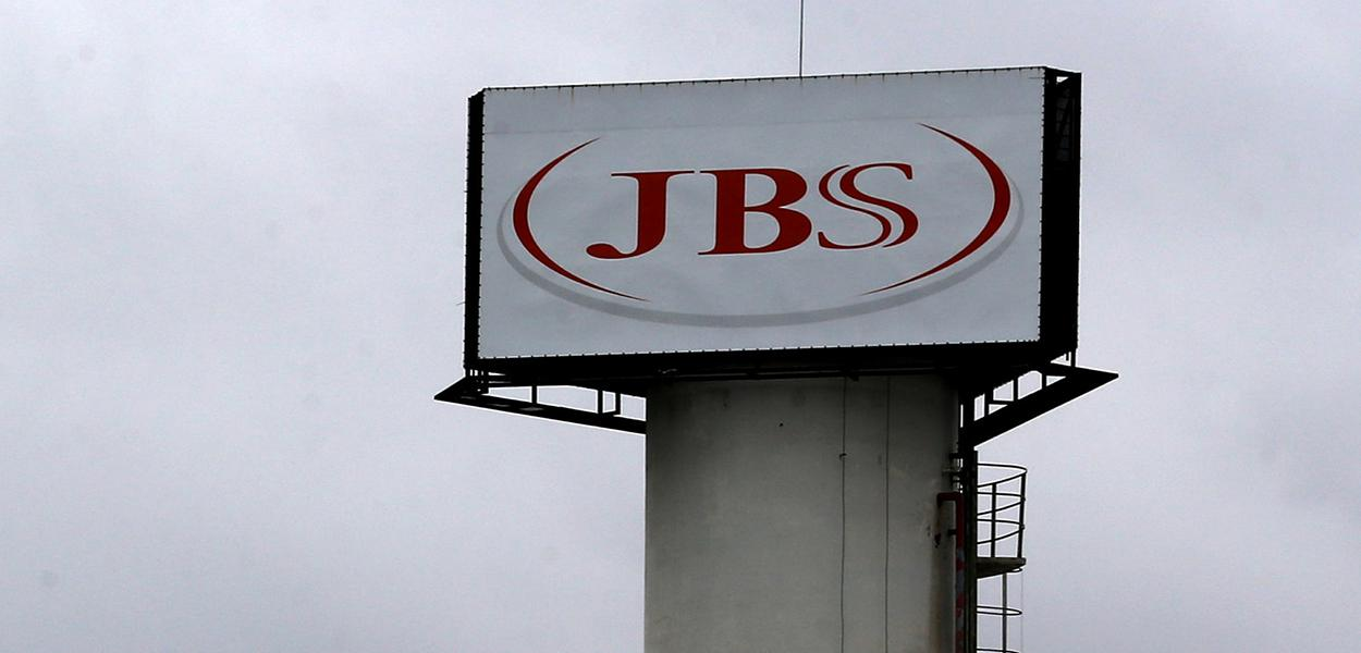 Logo da JBS é visto em unidade na cidade de Jundiaí.