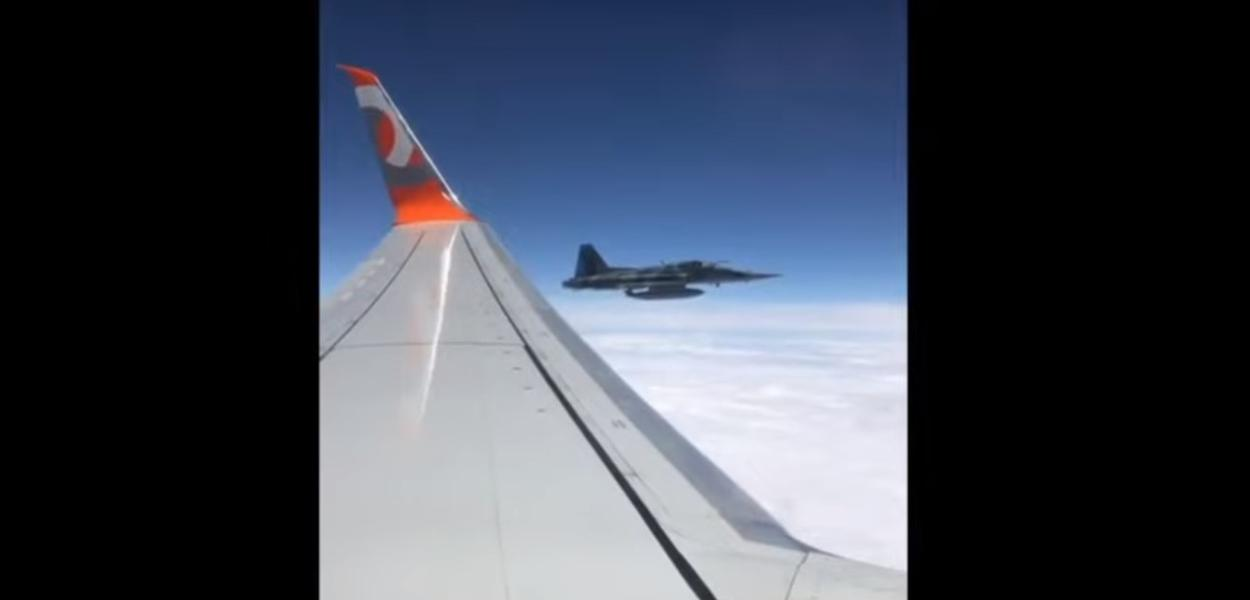 Avião da FAB escolta aeronave do flamengo
