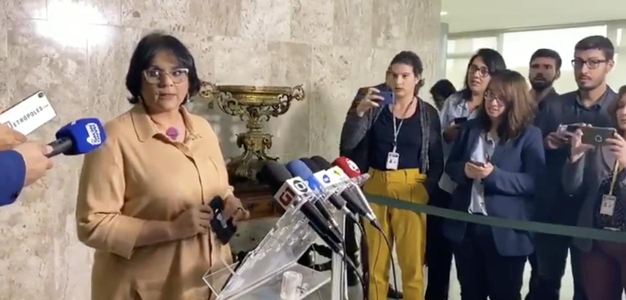 Ministra Damares Alves em coletiva de imprensa
