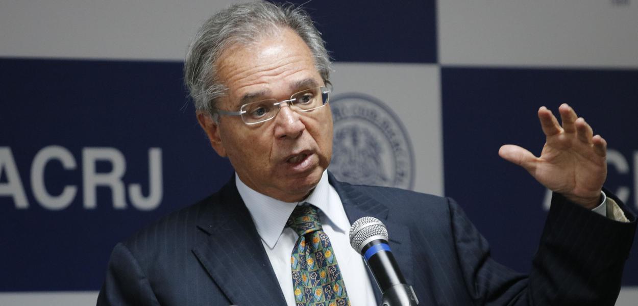 A previdência dos militares e o 'sacrifício' de Paulo Guedes