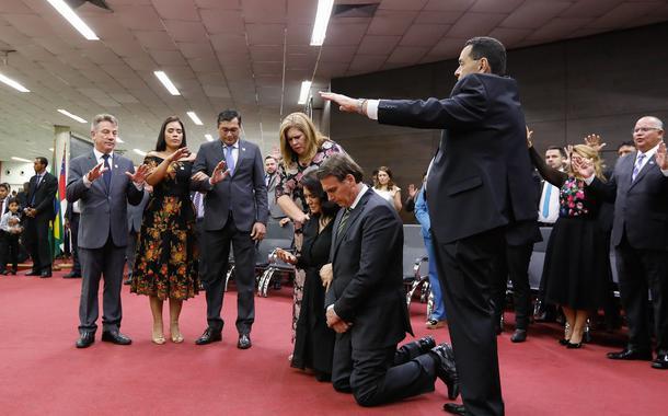 Jair e Michele Bolsonaro em culto