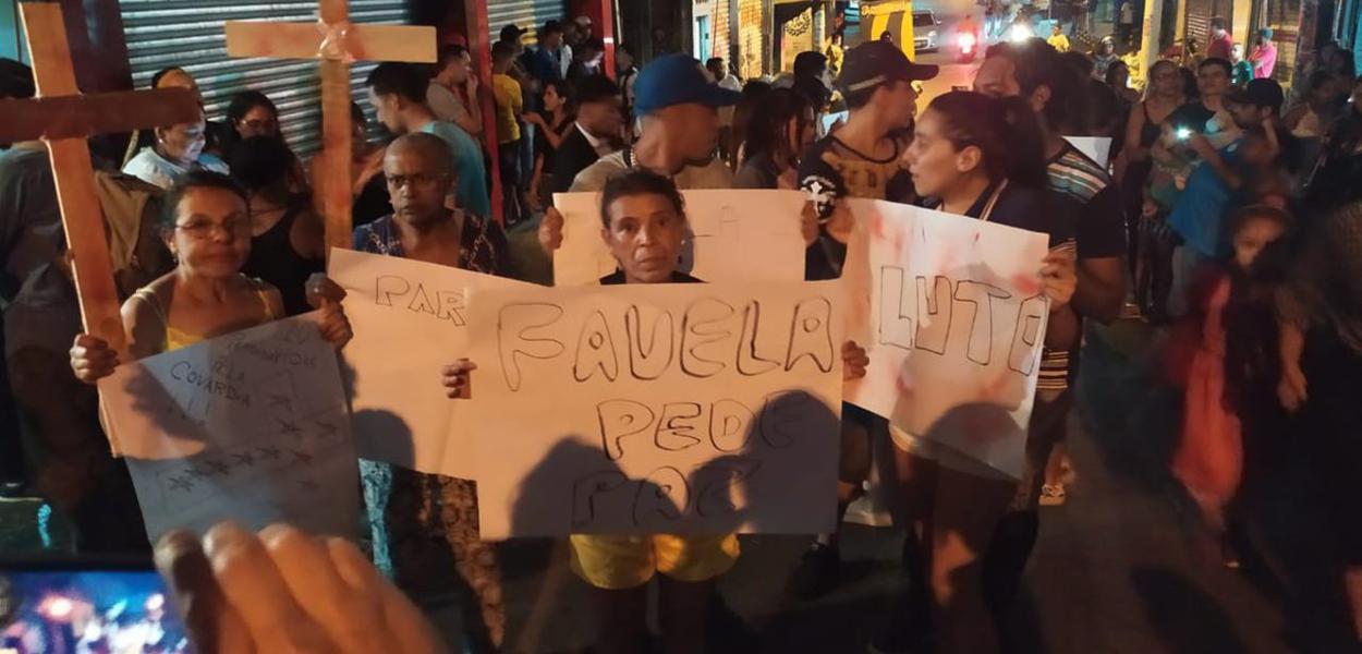 Moradores de Paraisópolis protestam contra ação da PM