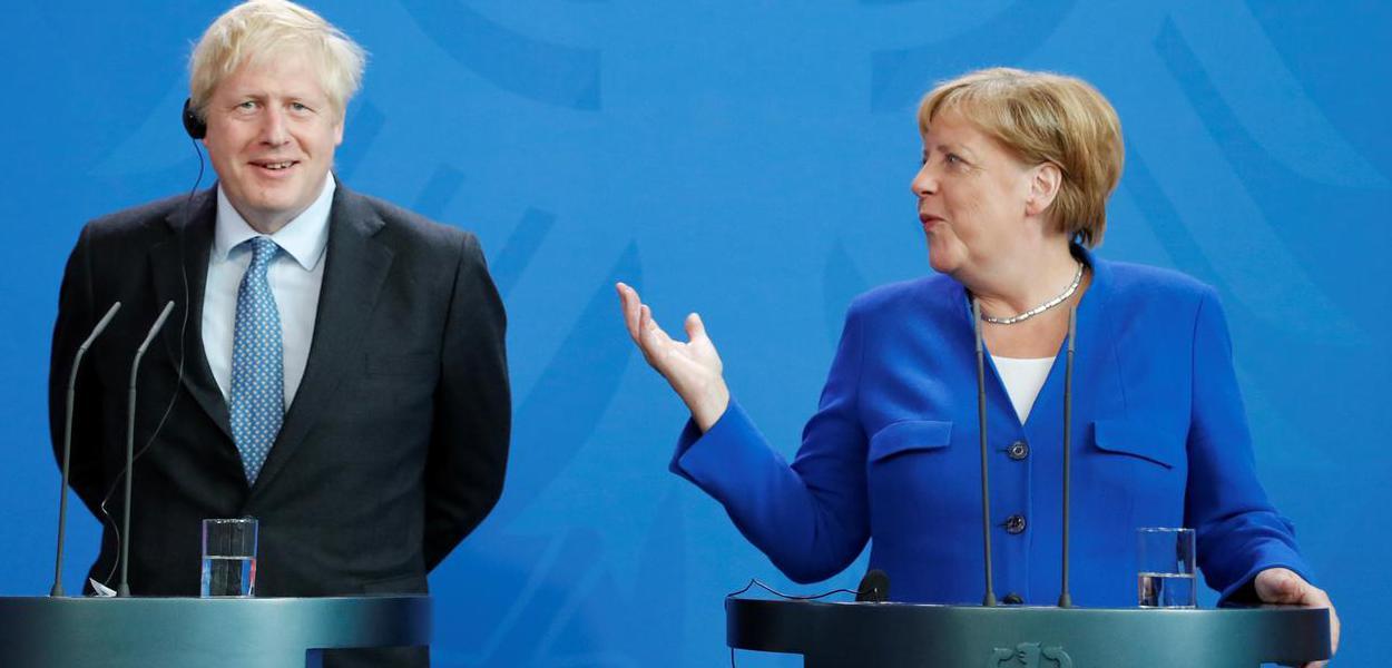 Boris Johnson  e Angela Merkel