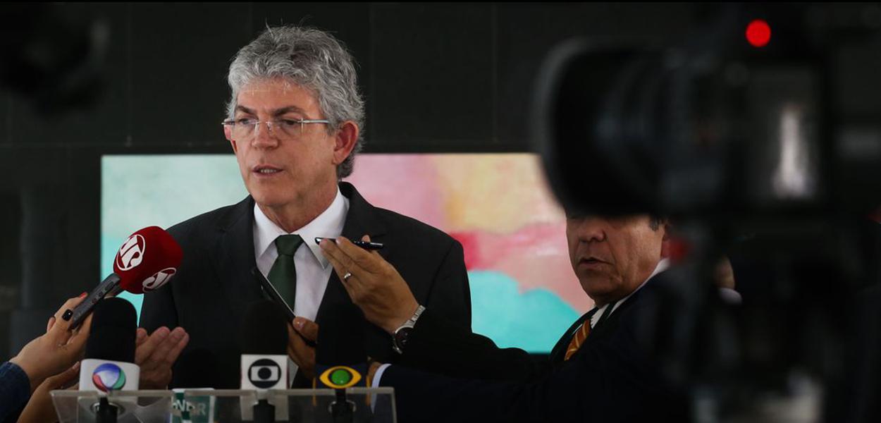 Brasília - Governador da Paraíba, Ricardo Vieira Coutinho, fala á imprensa após reunião com o presidente Michel Temer, no Palácio do Planalto (Antonio Cruz/Agência Brasil)