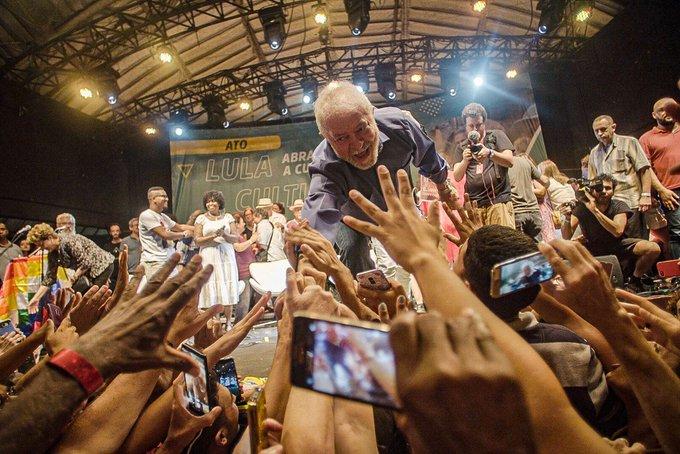 Ex-presidente Lula em ato com artistas no Circo Voador (RJ)