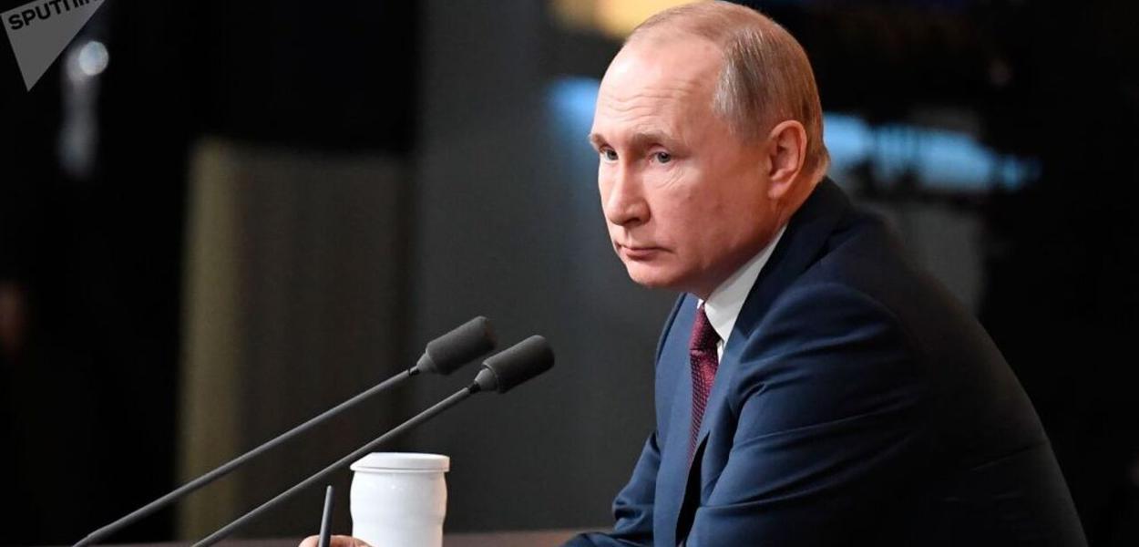 Vladimir Putin concede entrevista coletiva à imprensa russa e mundial