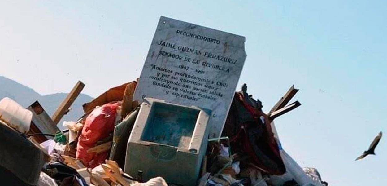 Placa em homenagem a Jaime Guzmán