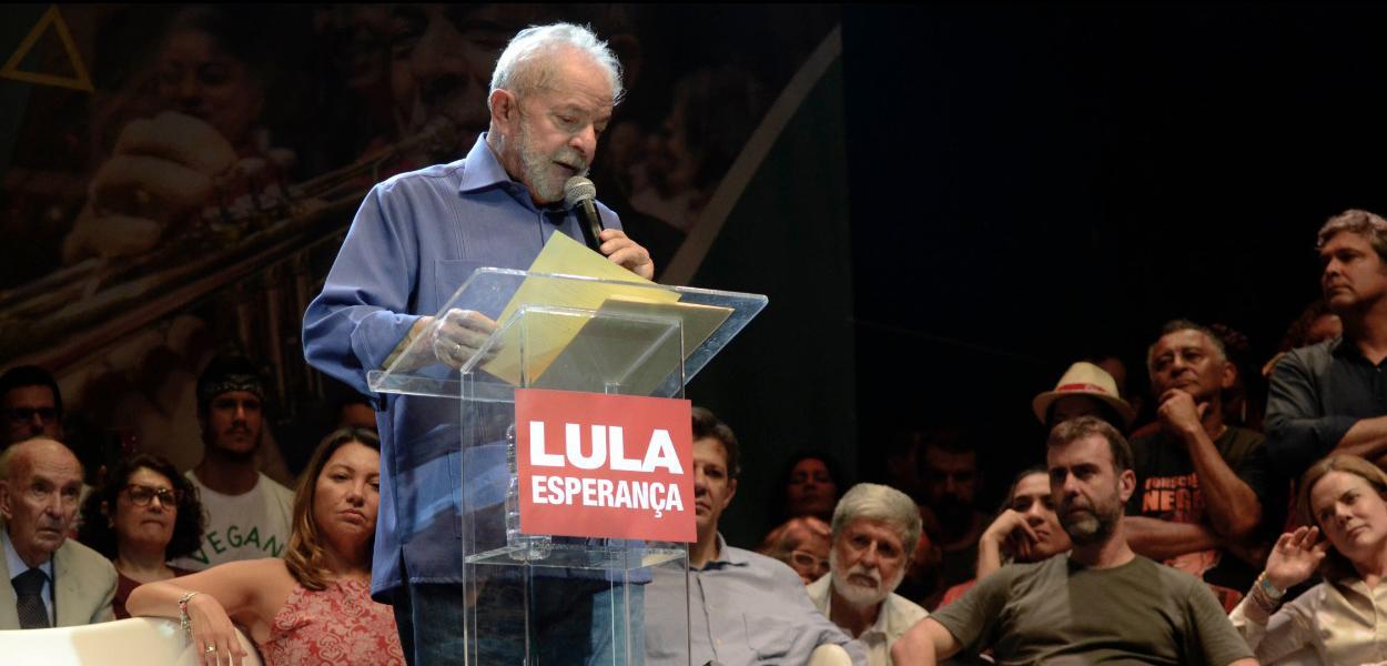 Em resposta a Sérgio Moro, a defesa do ex-presidente apresentou, nesta quarta-feira, um relatório com 72 palestras proferidas entre 2011 e 2015, através do Instituto Lula e da LILS Palestras, que renderam um total de R$ 9 milhões; Morohavia determinado a comprovação da origem lícita dos recursos para liberar o montante bloqueado em dois fundos de previdência complementar em nome de Lula