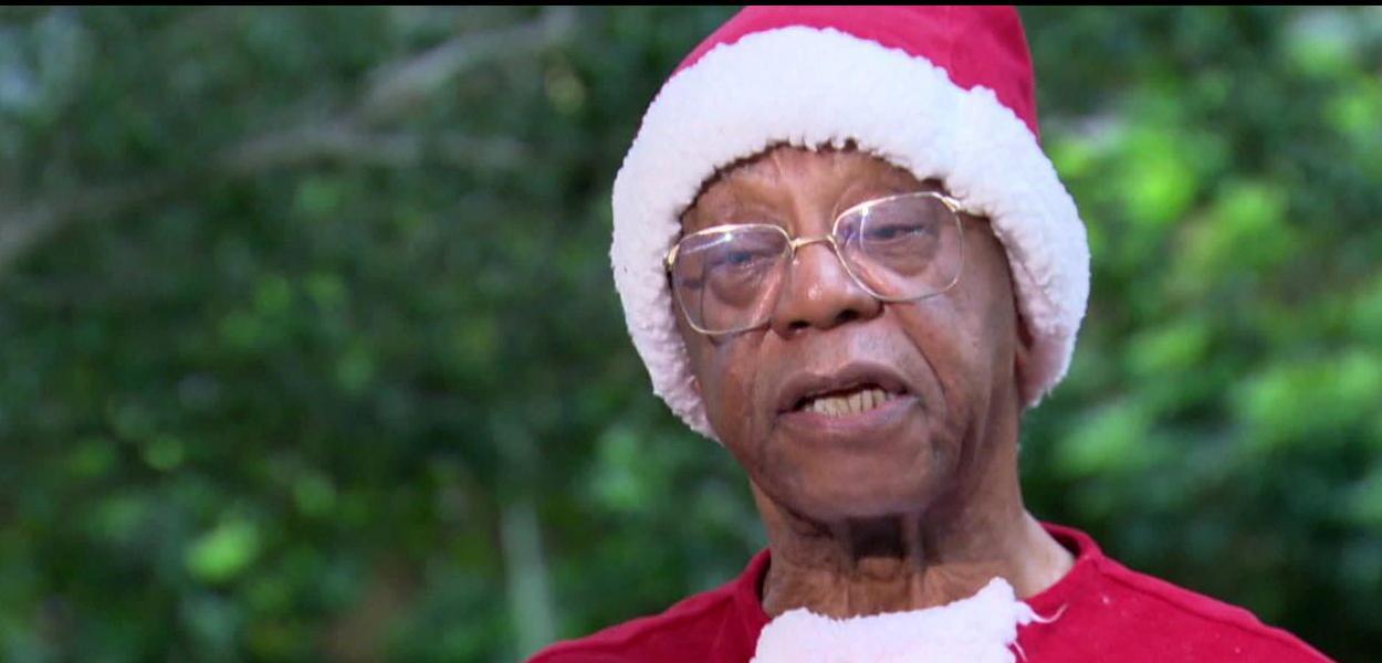 Milton Gonçalves vive o primeiro Papai Noel negro do especial de Natal da Globo