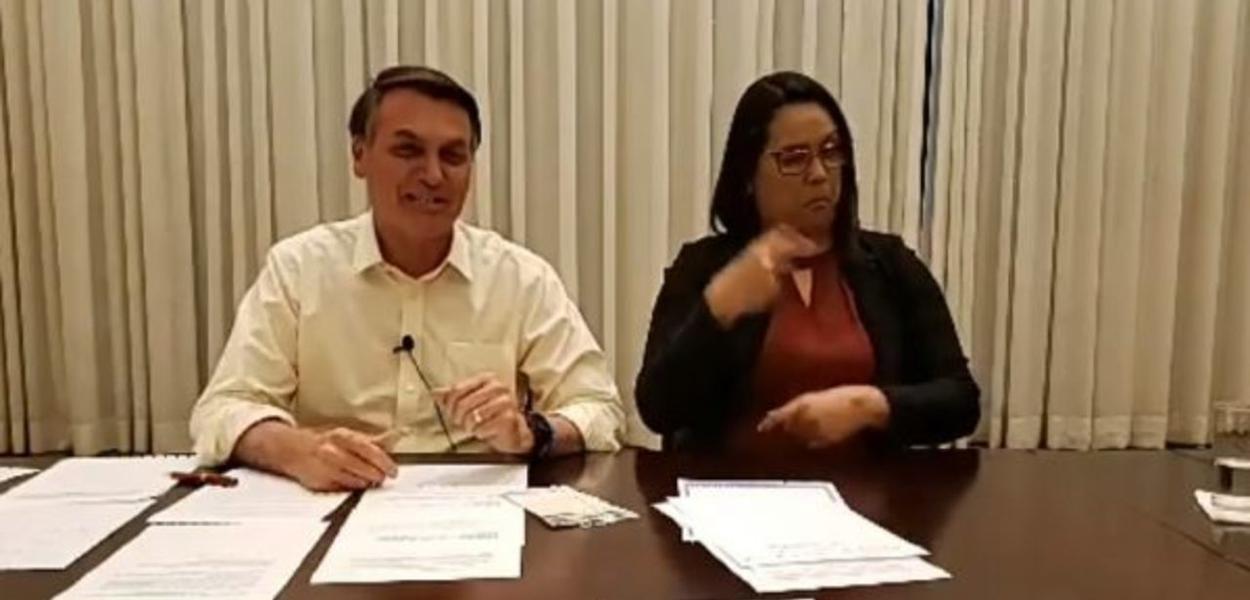 Jair Bolsonaro em sua live semanal nas redes sociais