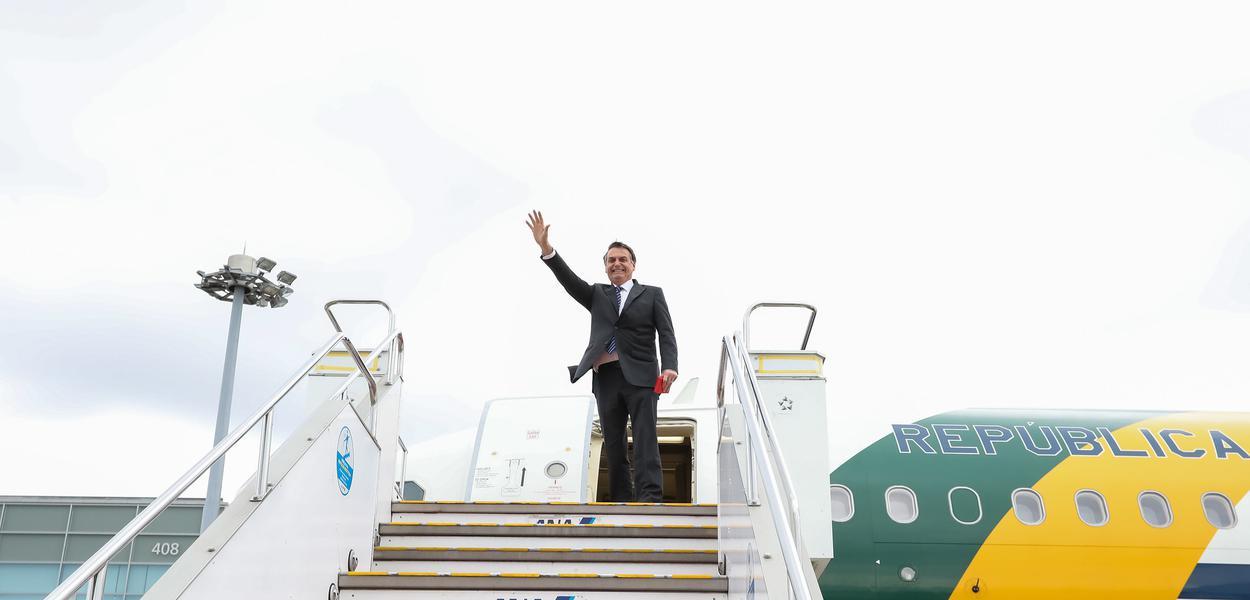 Bolsonaro parte de Tóquio (Japão) para Pequim (China)