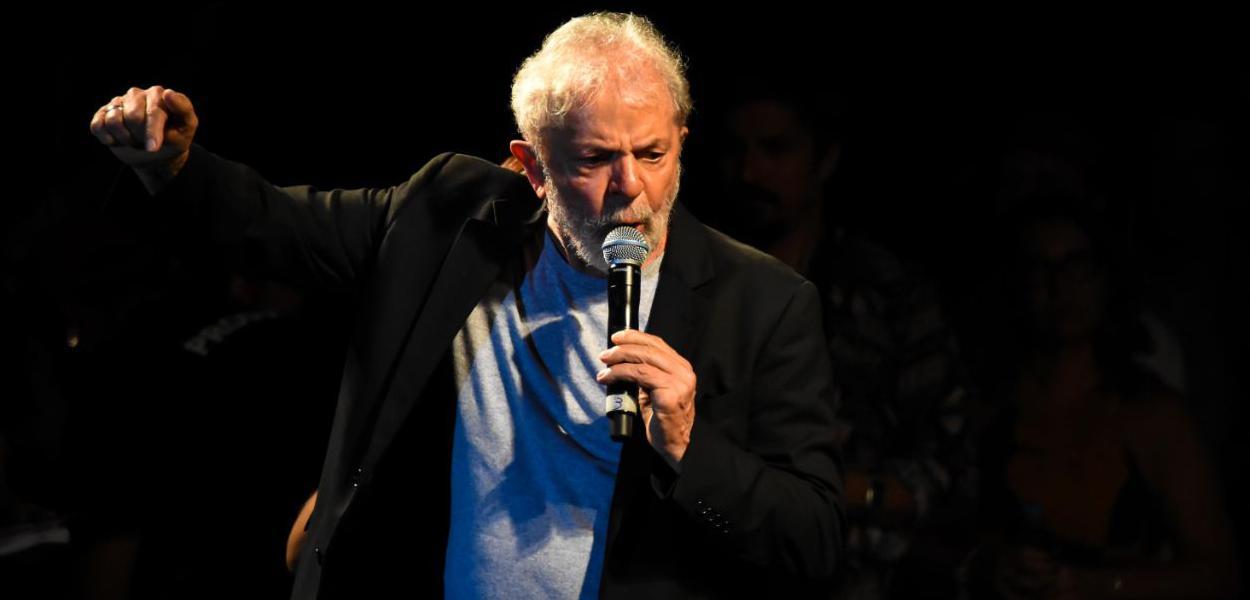 PF limita contato de Lula com advogados