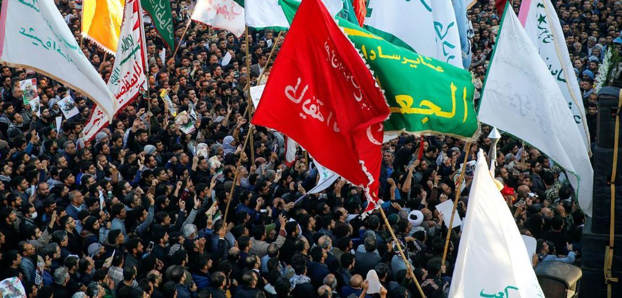 Multidões vão às ruas homenagear o general Soleimani, assassinado pelos EUA