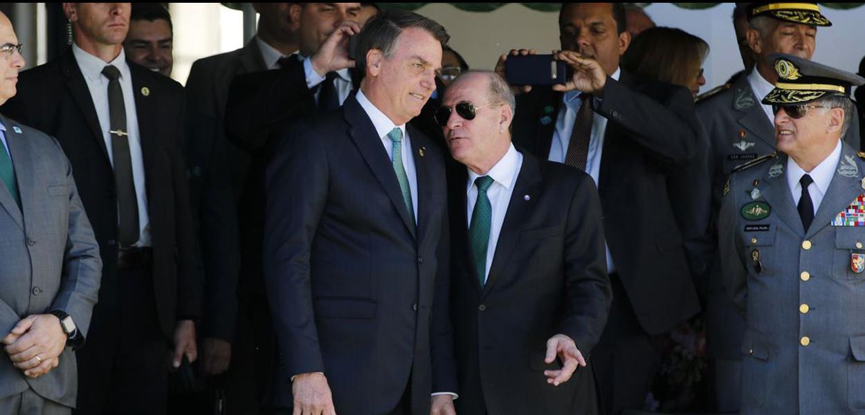 Jair Bolsonaro e o ministro da Defesa, Fernando Azevedo
