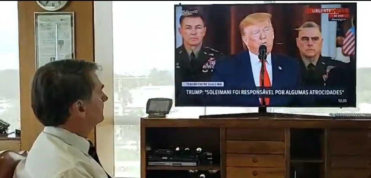 Bolsonaro faz live para assistir discurso de Trump