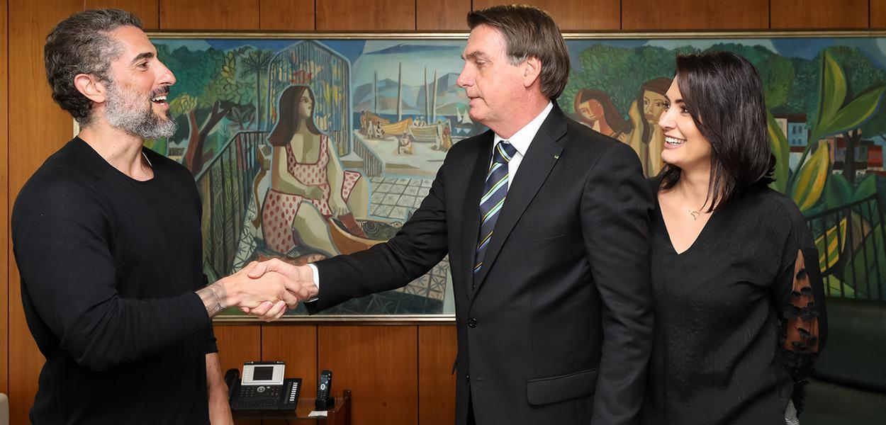 Jair Bolsonaro, recebe o apresentador, Marcos Mion, no gabinete Presidencial.