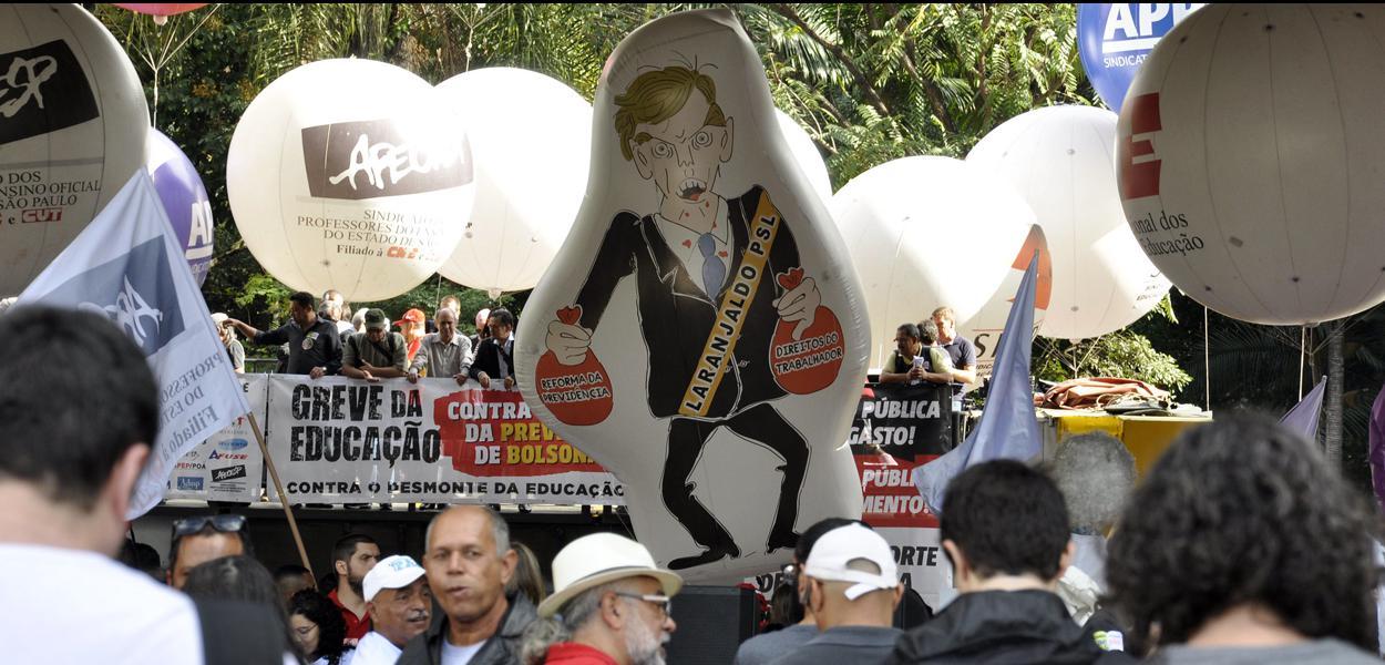 Manifestação contra os cortes na educação feito pelo governo Bolsonaro.
