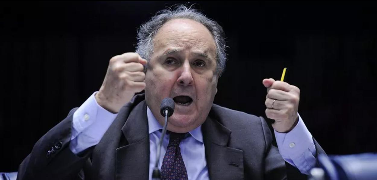 """Cristovam: """"Como a esquerda elegeu a direita no Brasil""""."""