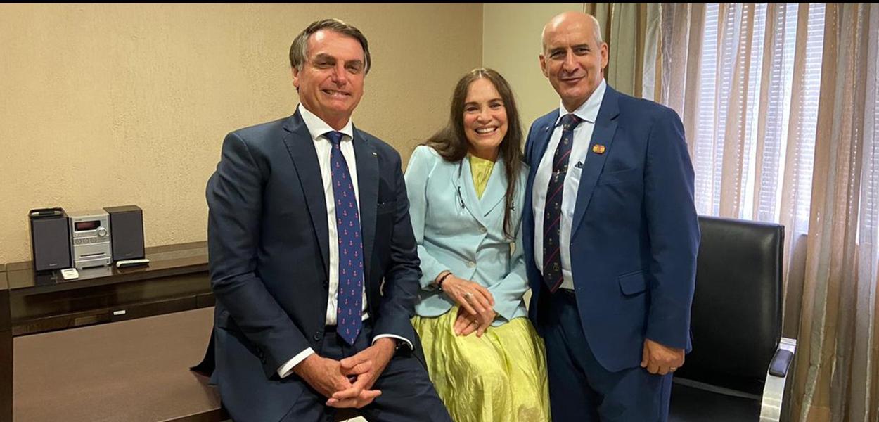 Jair Bolsonaro e ministro da Secretaria de Governo, Luiz Eduardo Ramos, em reunião com Regina Duarte