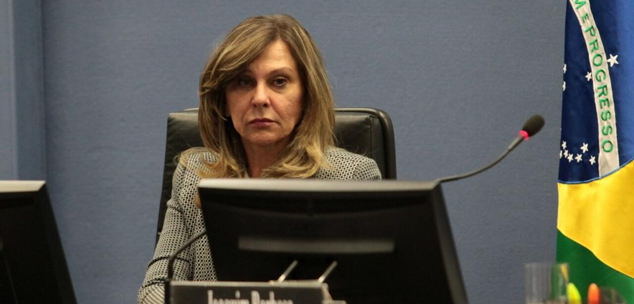 Lindora Maria Araújo