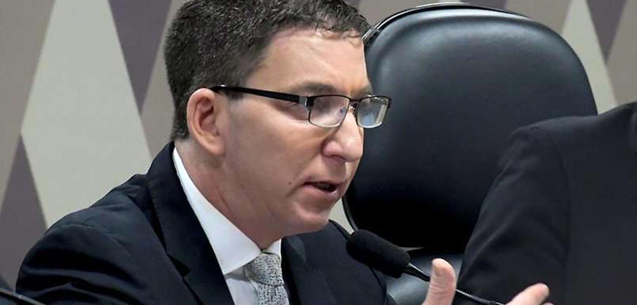 Wellington Divino Marques de Oliveira afirma que Glenn Greenwald não foi investigado.