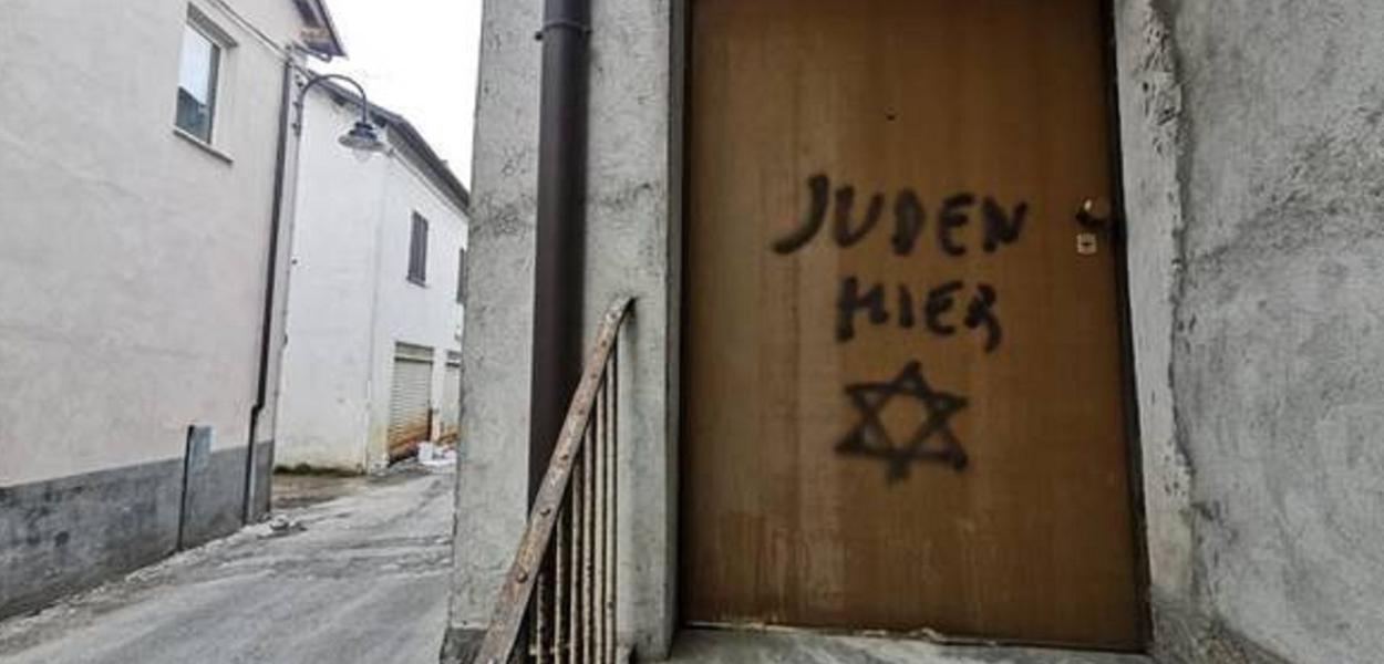 """As palavras significam """"judeu aqui"""""""