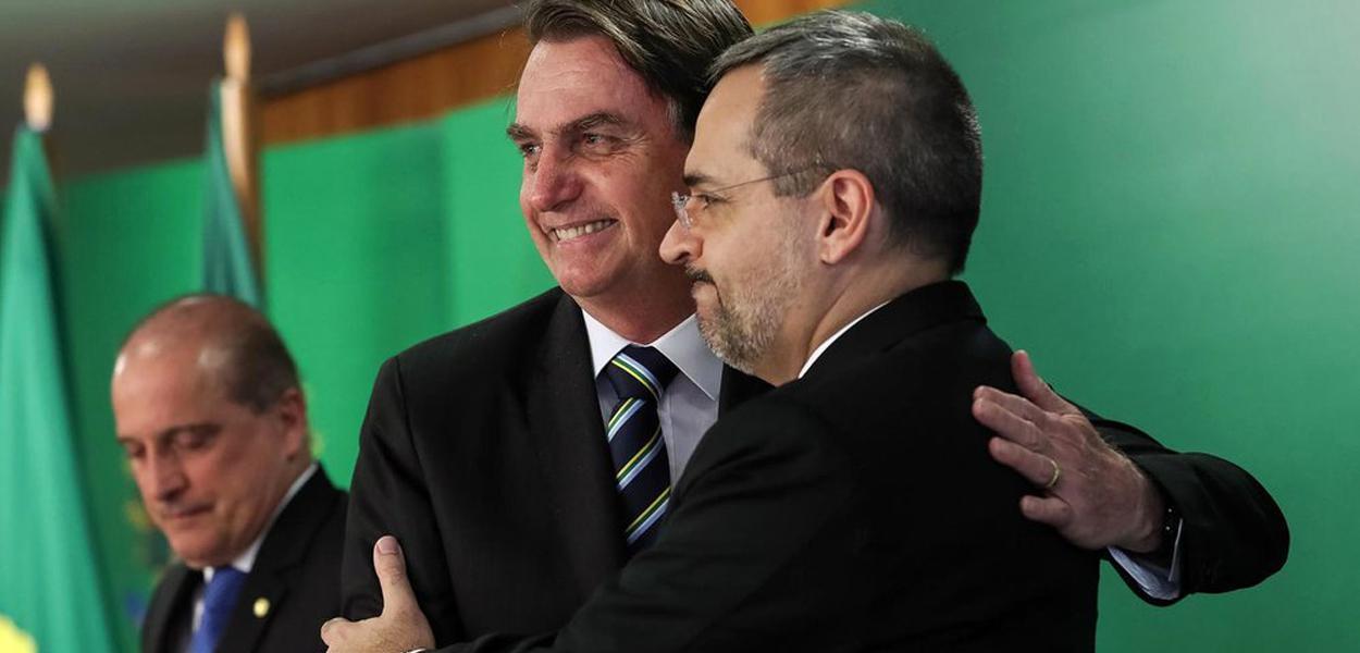 Bolsonaro e a destruição deliberada das universidades públicas.