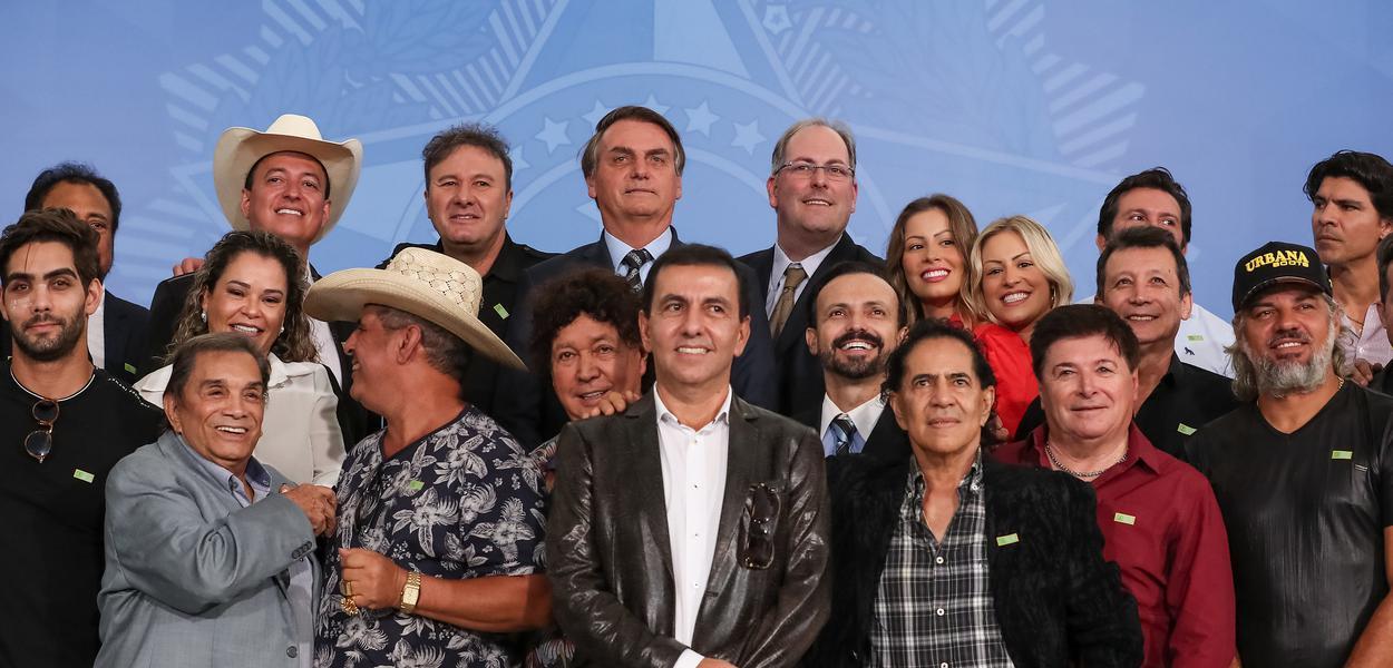 Jair Bolsonaro durante encontro com Sertanejos