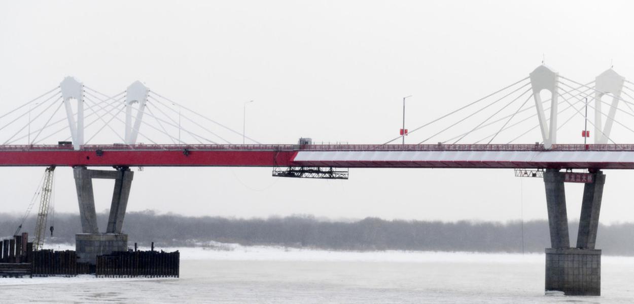 Ponte sobre o Rio Amur na fronteira entre Rússia e China