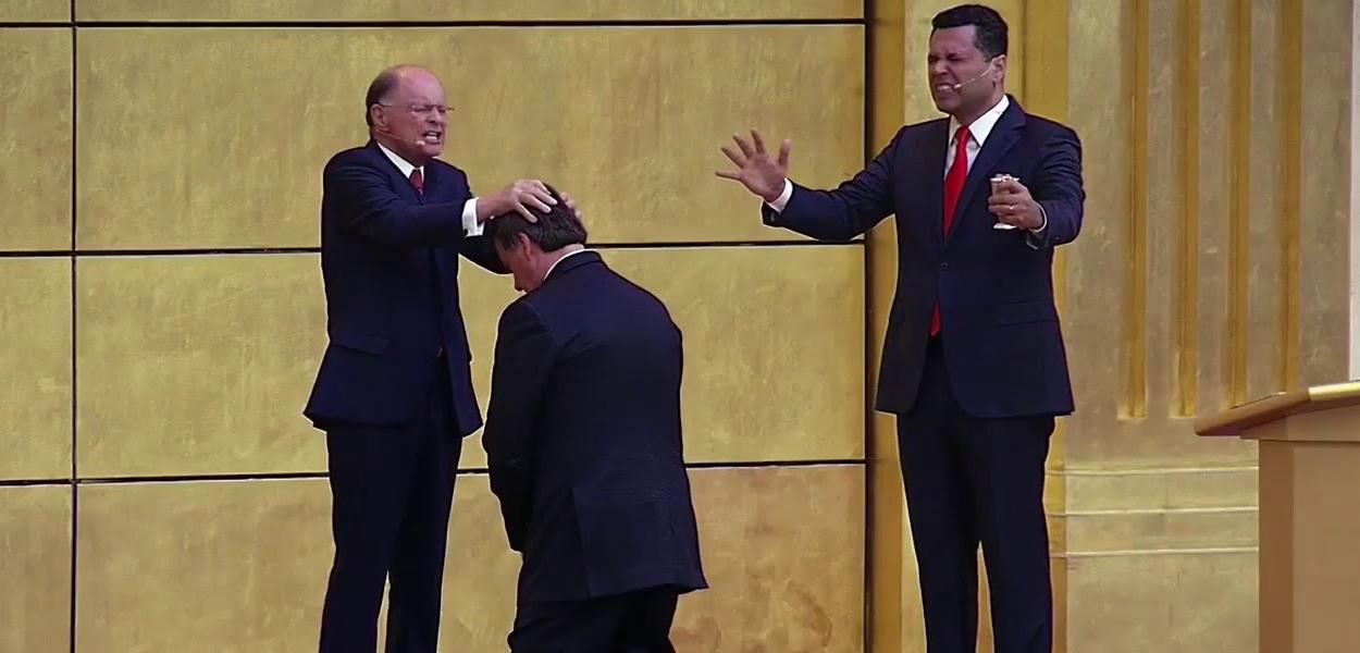 Jair Bolsonaro recebe as bênçãos de Edir Macedo