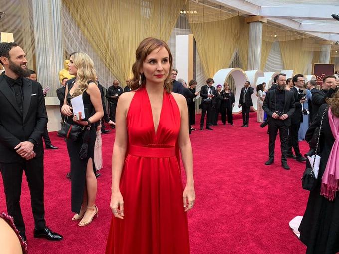 Cineasta Petra Costa no tapete vermelho do Oscar 2020
