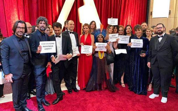 Equipe do Democracia em Vertigem protesta no Oscar