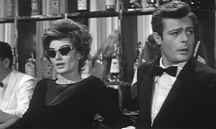 """Marcello (Marcello Mastroianni) e Maddalena (Anouk Aimée) em La Dolce Vita,  impossivelmente chiques e cool, são como a Última Mulher e o Último Homem antes do dilúvio do """"espalhafato vulgar"""""""