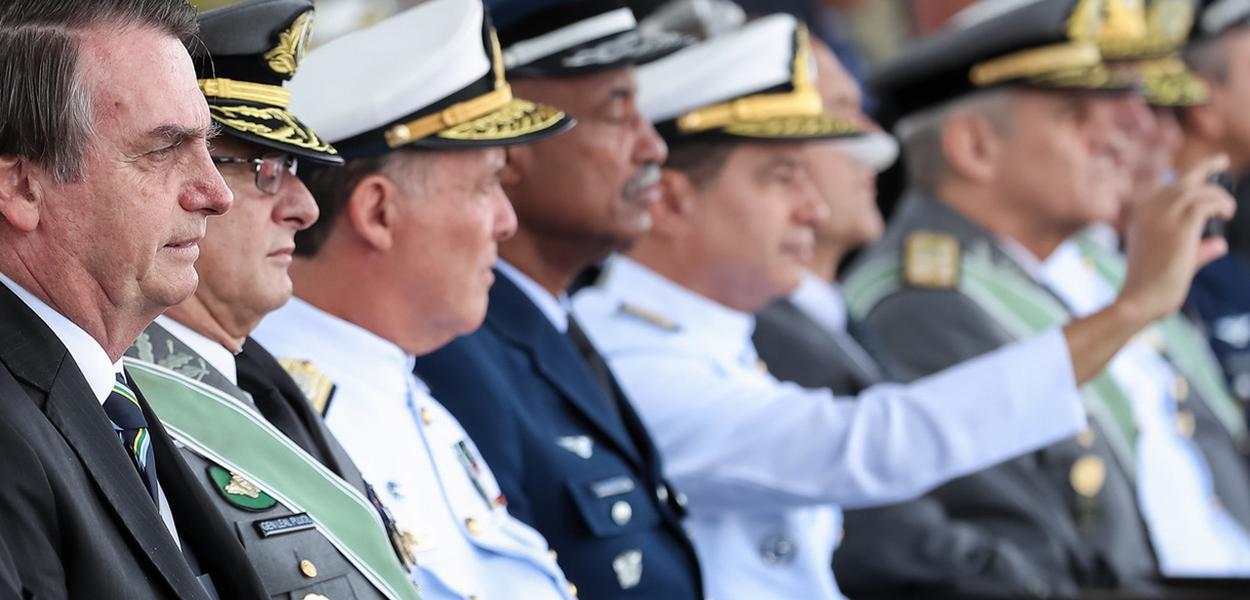Jair Bolsonaro durante Cerimônia Comemorativa do Dia do Exército, com a Imposição da Ordem do Mérito Militar e da Medalha do Exército Brasileiro.