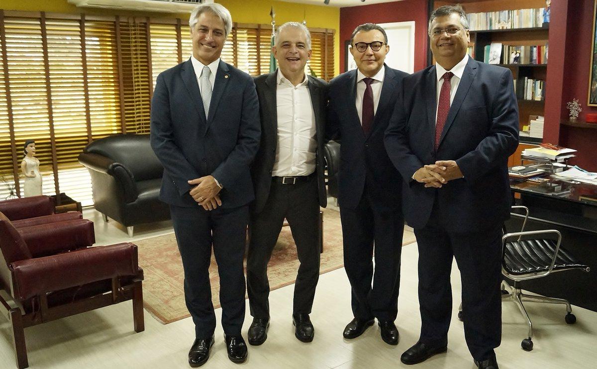 Flávio Dino é recebido na sede do PSB em Brasília