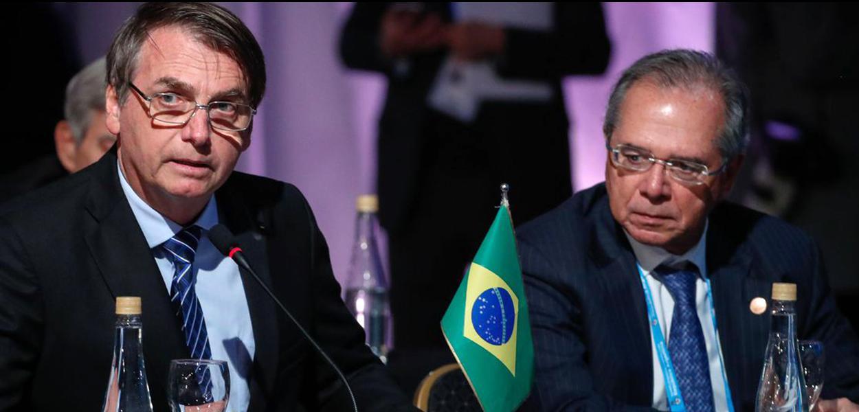 Jair Bolsonaro acompanhado de Paulo Guedes.