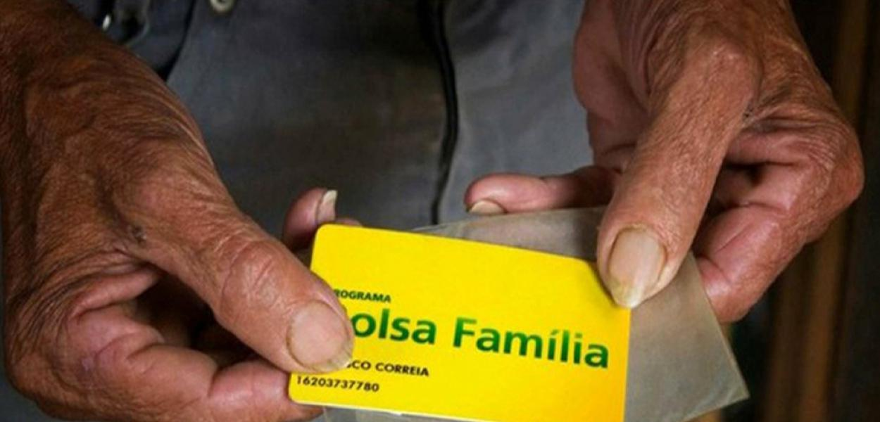 Bolsonaro corta número de reentradas no Bolsa Família.