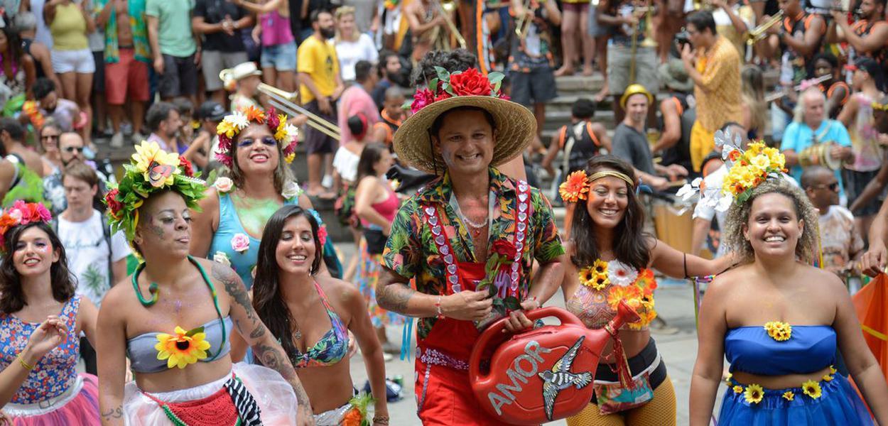 Blocos participam do carnaval do Rio de Janeiro, no centro da cidade