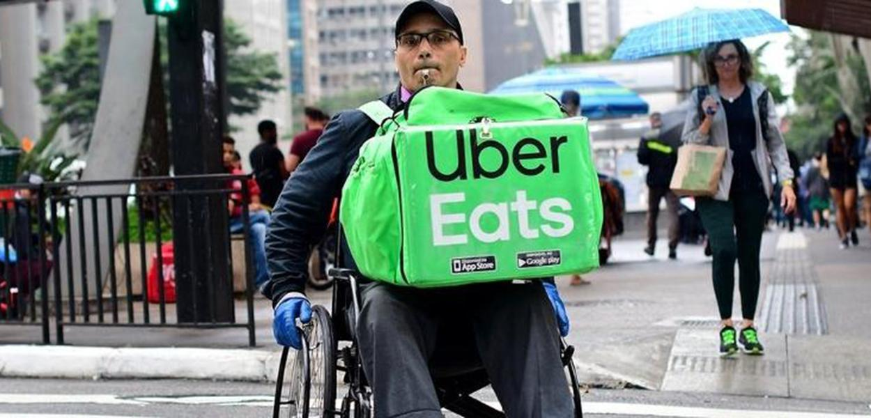 Cadeirante entregador