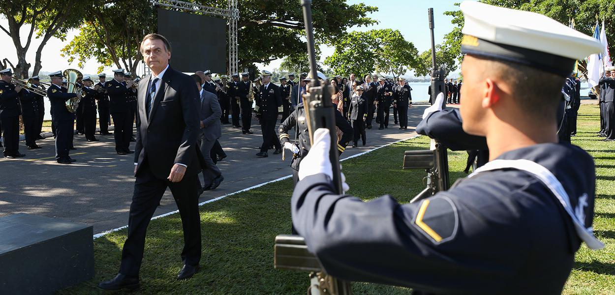 Jair Bolsonaro tem estreita ligação com os militares