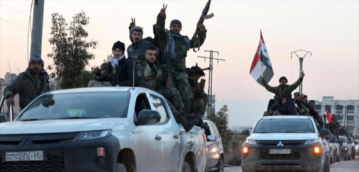 Soldados sírios festejam vitória contra terroristas