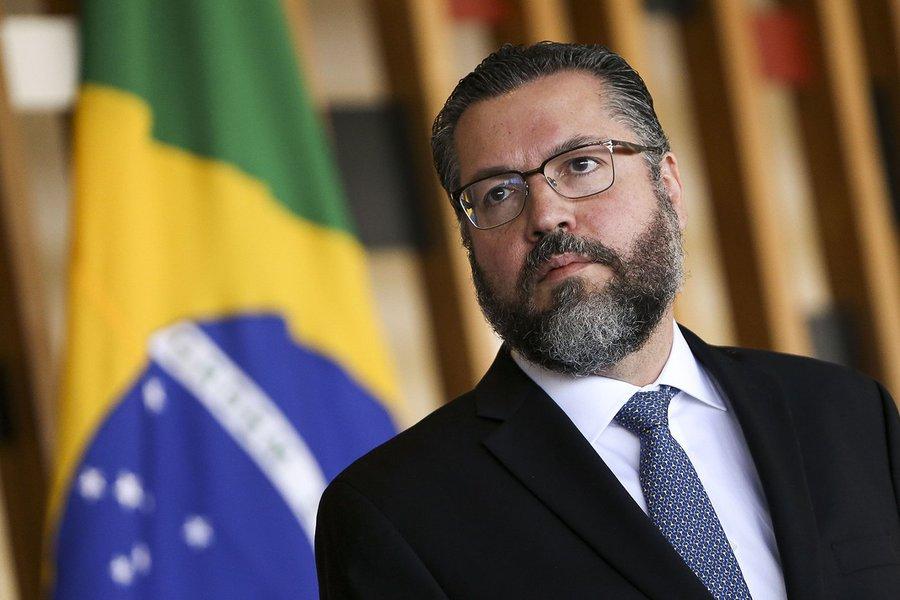 Carne brasileira, ministros Tereza Cristina e Ernesto Araújo