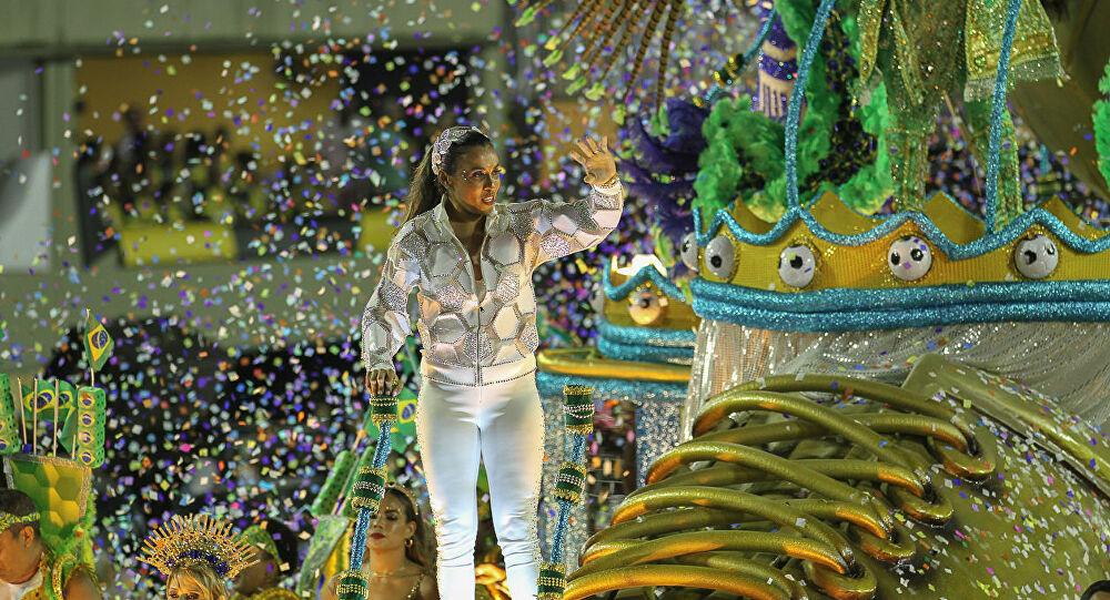 Jogadora Marta é homenageada no carnaval carioca
