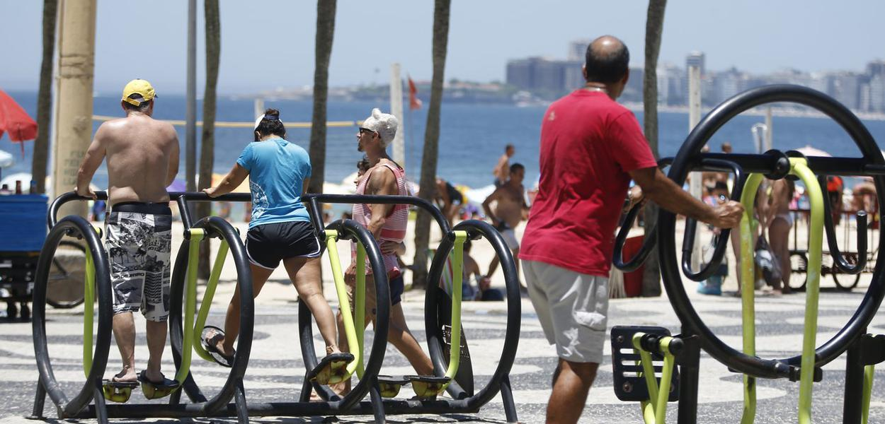 Cariocas e turistas lotam praias da zona sul