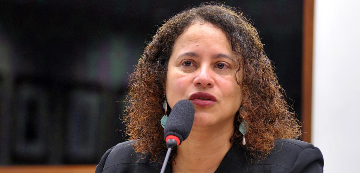 A presidenta do PCdoB, Luciana Santos, que ruma reunião, o mais breve possível, com partidos de esquerda