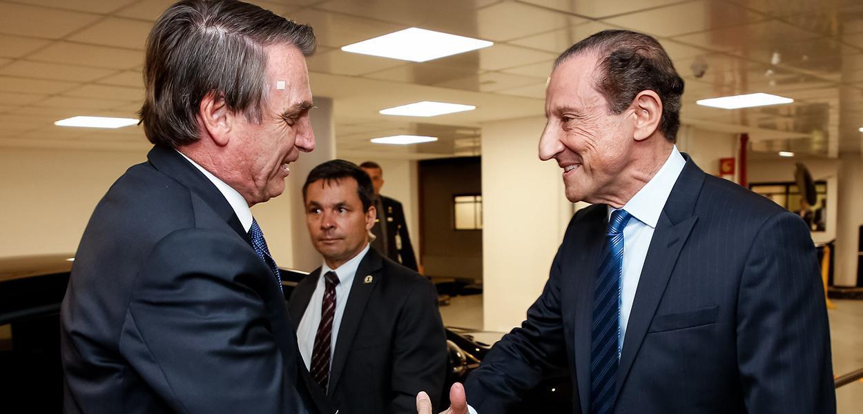 Jair Bolsonaro cumprimenta Paulo Skaf, Presidente da Federação das Indústrias do Estado de São Paulo (FIESP)