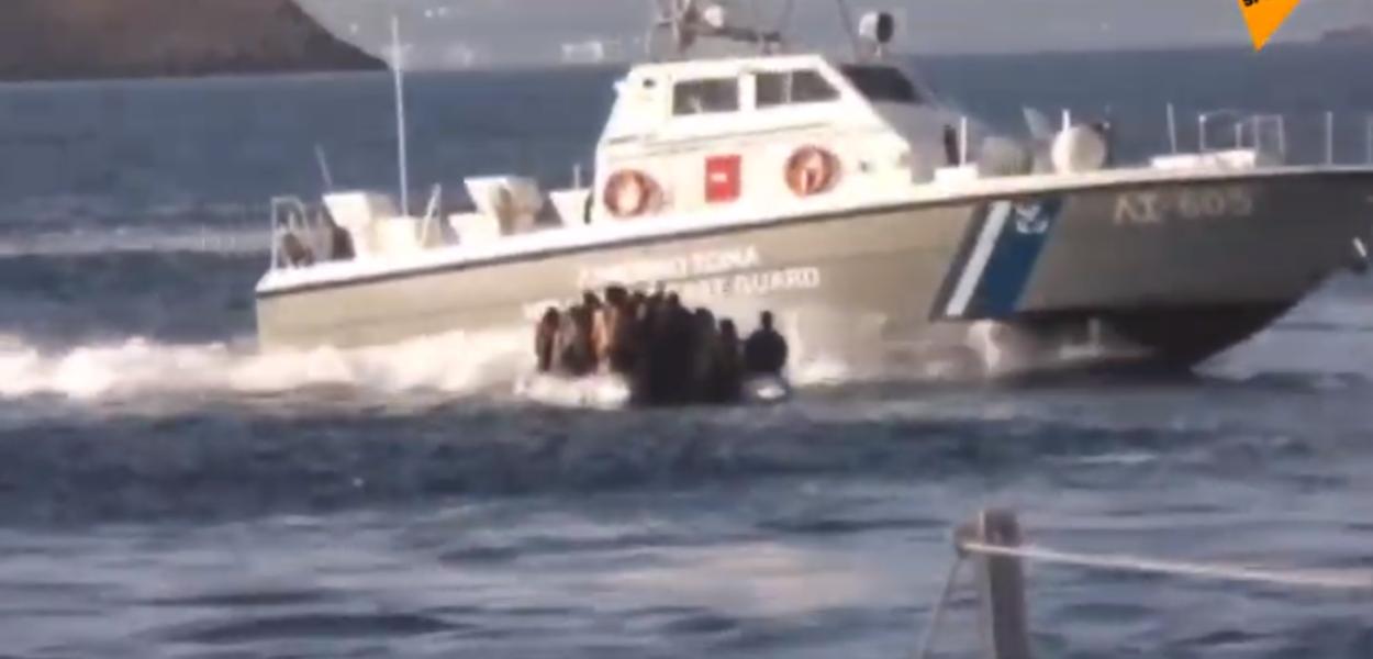 Guarda Costeira grega abre fogo contra bote de refugiados sírios