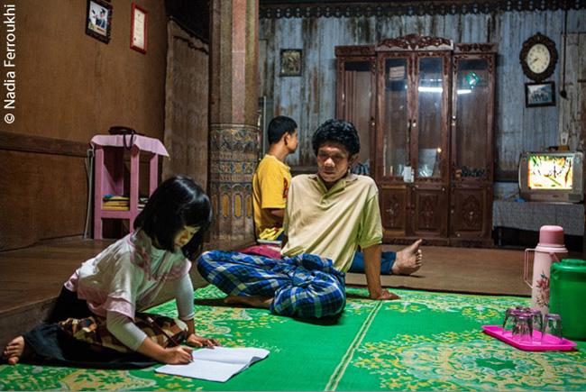Nessa comunidade da Indonésia, a mulher comanda, o chefe da família é o tio, e não o pai.
