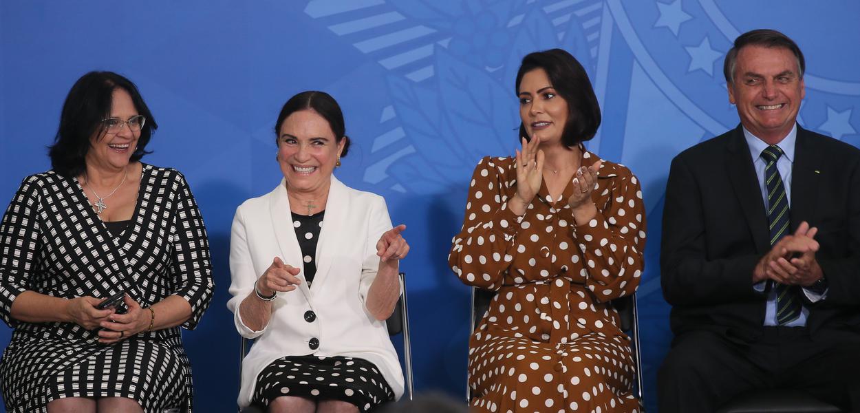 Jair Bolsonaro dá posse à secretária especial da Cultura do Ministério do Turismo, Regina Duarte